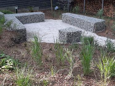 габионы в ландшафтном дизайне в саду на фото 111