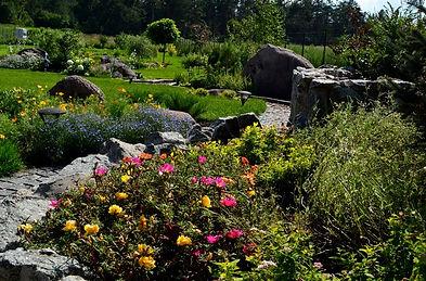 оформление сада камнями фото 1