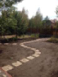 Подготовка к укладке спортивного газона в Киеве. Цена проекта автоматического полива газона входит в общую стоимость проекта. Заказать устройство универсального или спортивного газона по оптимальной стоимости можно у нашей ландшафтной компании
