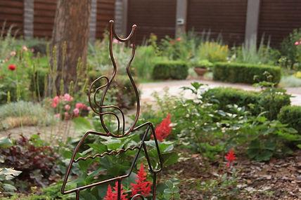 Фото композиции из хвойных и роз
