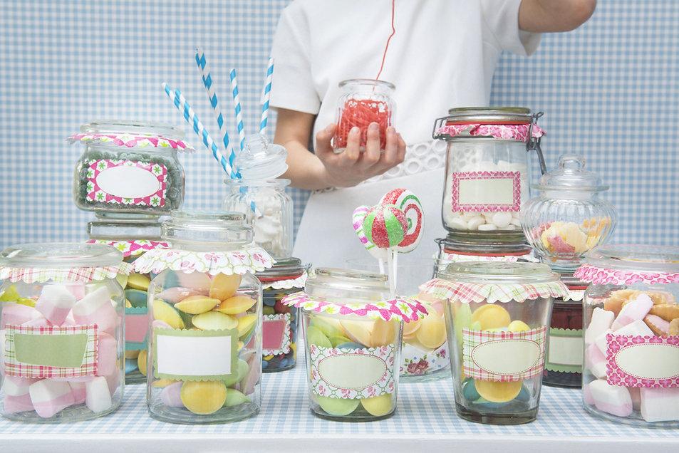 bonbons dans des bocaux