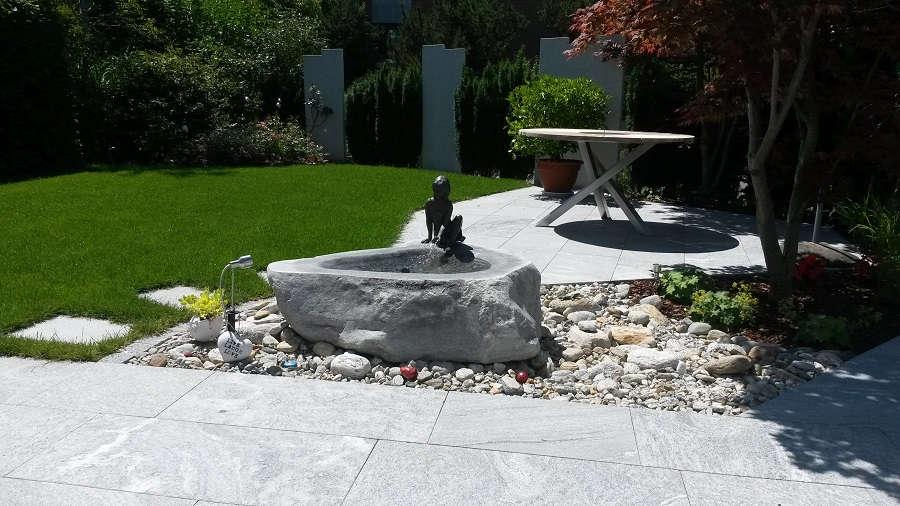 Steinbrunnen aus schönem Granit aus Gartenbrunnen Ausstellung