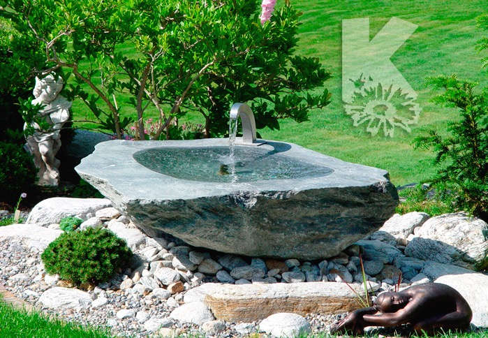 Schöner Brunnen im Garten