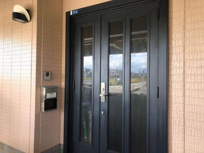 玄関ドア塗装施工事例