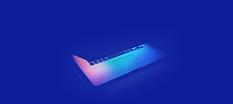 Ноутбук на синем фоне