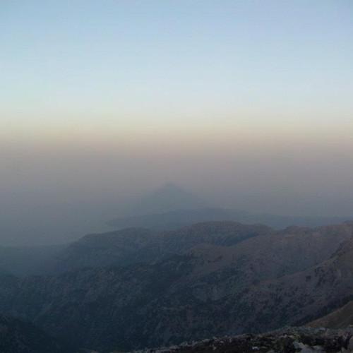phenomenon of summit's pyramid