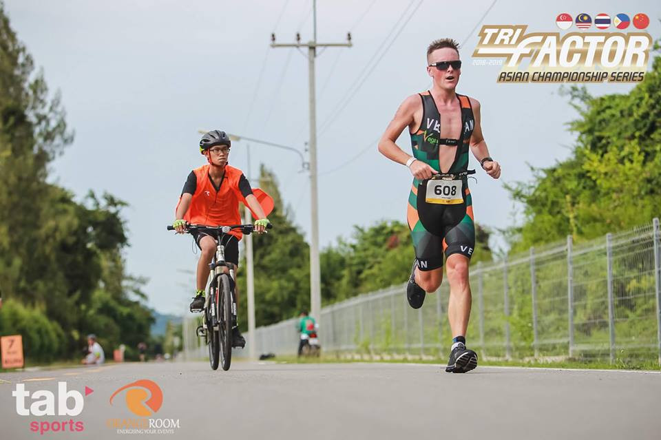 Jason Fonger vegan athlete wins sprint triathlon at Tri Factor Hua Hin 2018.