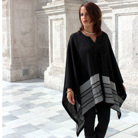Coat Alpaca cape knitt, whit testured stitch details. the knit highly breathable and warm, new winter autumn.