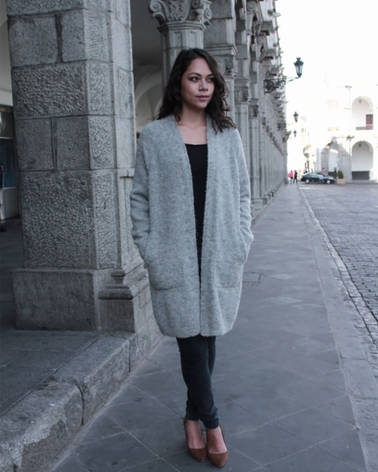 Buttonless long cardigan, suitable for casual use. This knit is mid-thick and has a really nice feeling. Lacy texture makes the knit highly breathable and warm. new winter autumn.