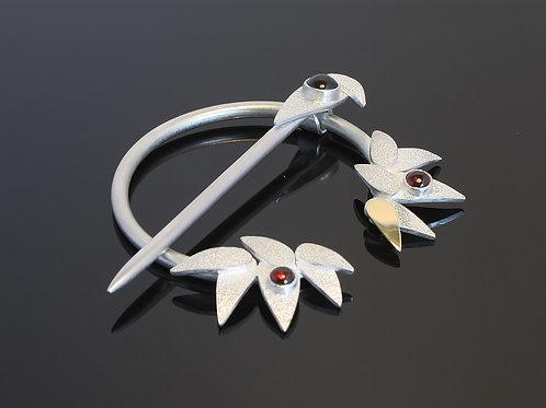 Garnet penannular brooch  £320