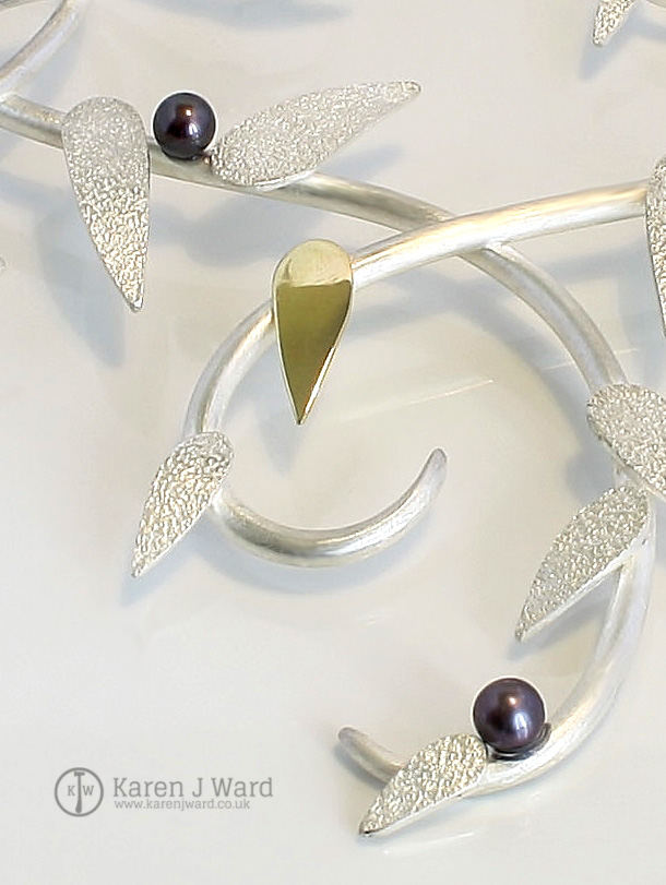 Frost neckpiece detail