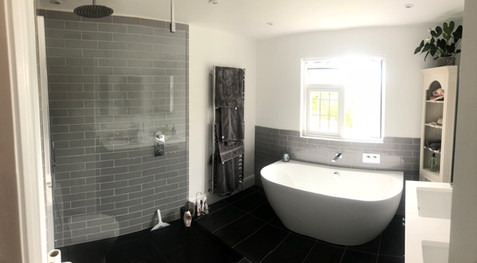 Family bathroom - Supplied by East grinstead Bathrooms