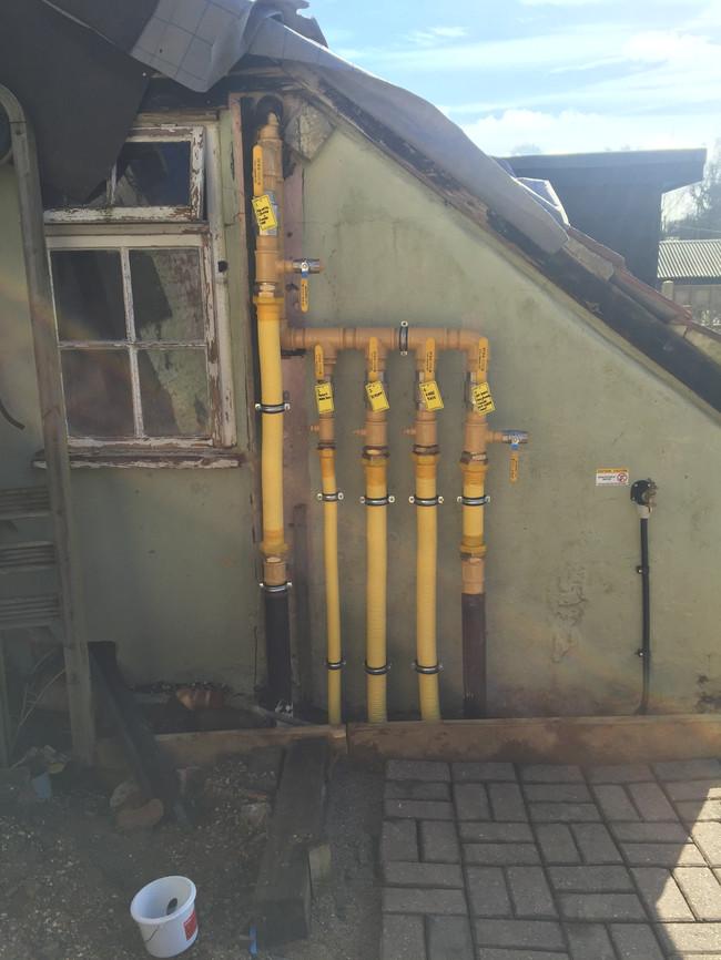 Garden center commercial gas manifold