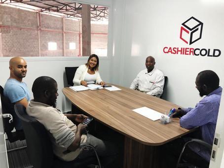 Cashier Cold contrata e alfabetiza refugiados em Embu das Artes