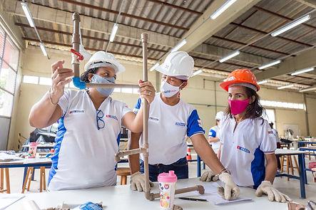 Mulheres, refugiadas e encanadoras: empresas apostam em capacitação focada em nichos