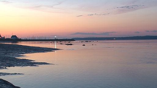 Lever de soleil sur la marina de Neuville.