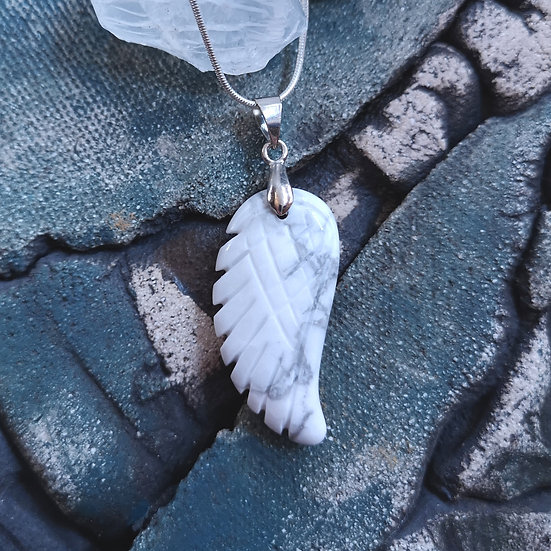 Howlite Angel Wing Necklace Snake Chain 18""