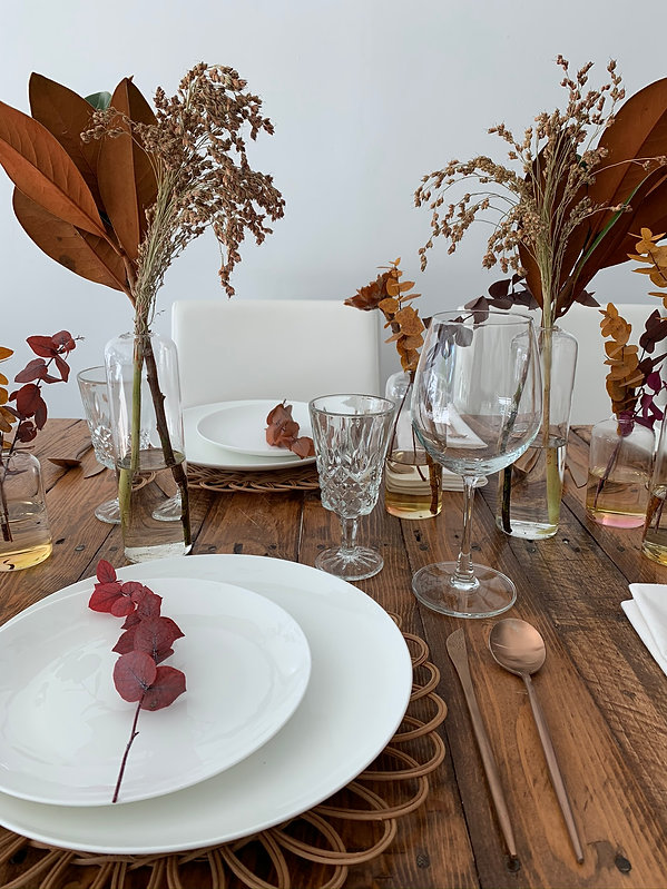 Fall inspired table setting perfect for Thanksgiving