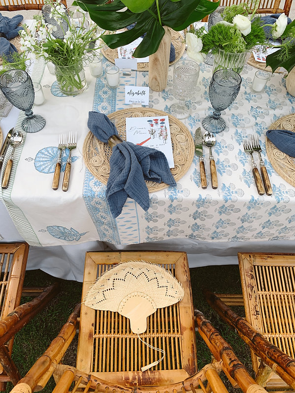 Shades of blue, green and brown for a tropical table setting