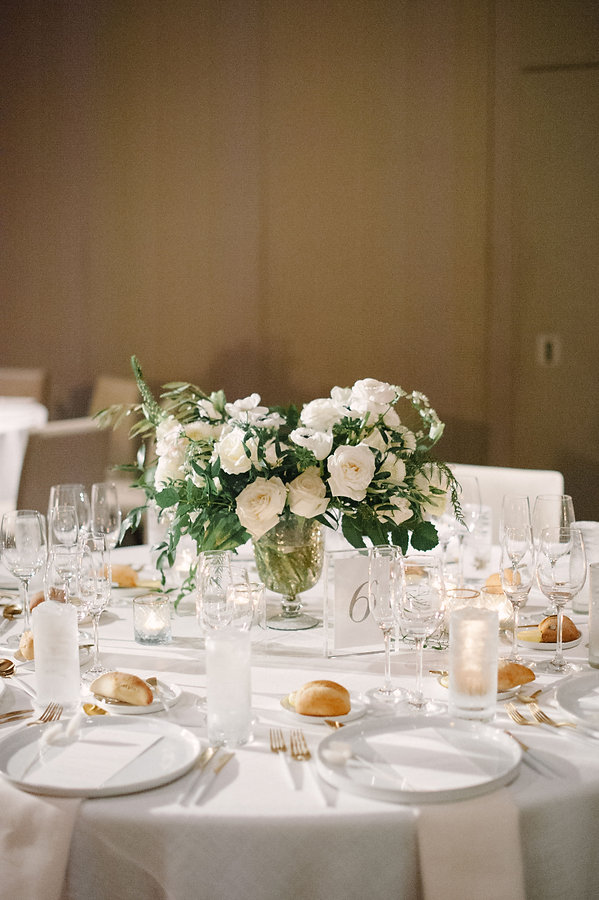 Refreshing white tablescape