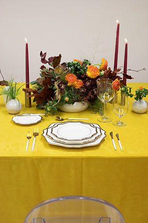 Yellow linens for thanksgiving table setting