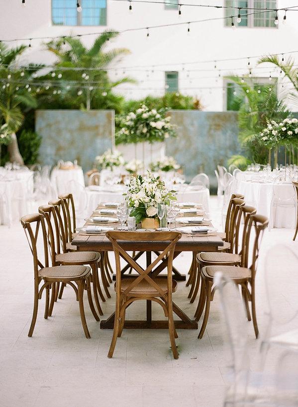 Beautiful table setting idea for wedding