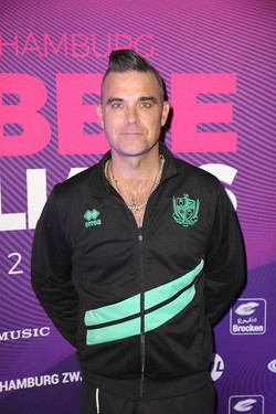 4_Robbie-Williams-Presents-His-Christmas