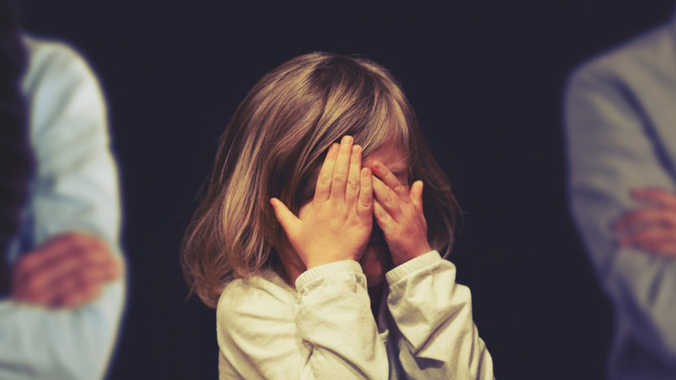 Что категорически запрещено делать в присутствии ребёнка