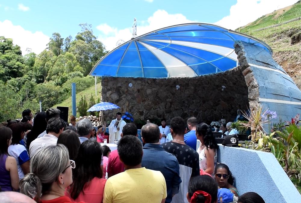 Imagens da celebração na Gruta de Nossa Senhora das Graças, Ibaiti-PR