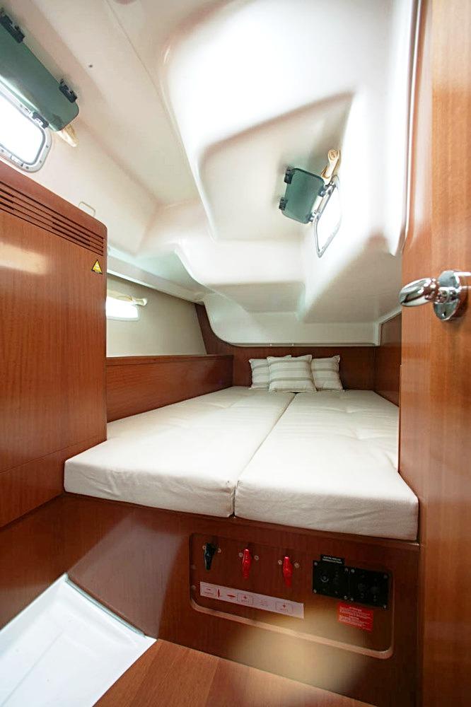 Beneteau Oceanis yacht charter ibiza