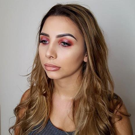 Lauren's peachy pink spot light makeup l
