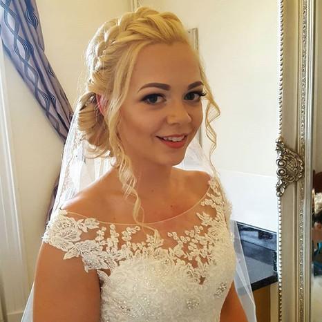 My gorgeous bride Emma _em_j_march . Emm