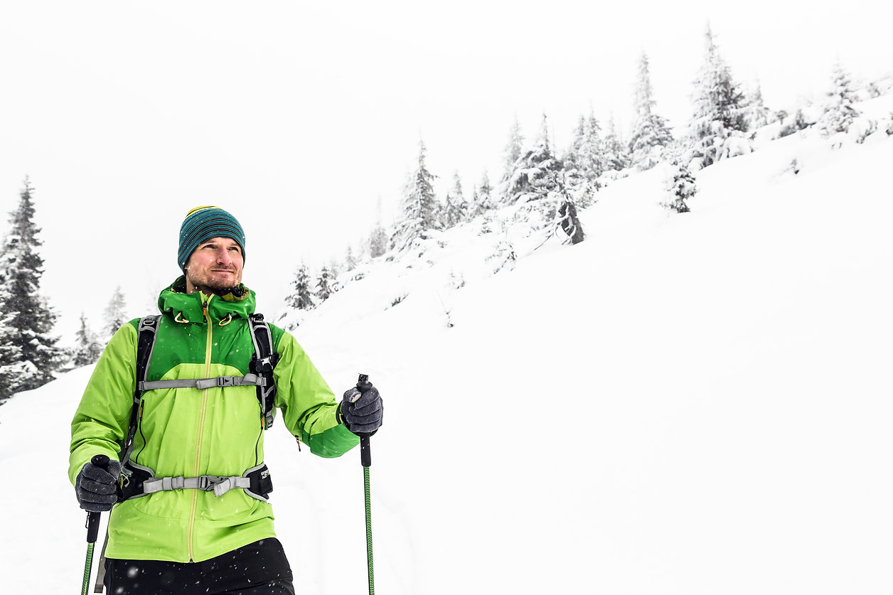 winter-hike-in-white-man-and-adventure-c