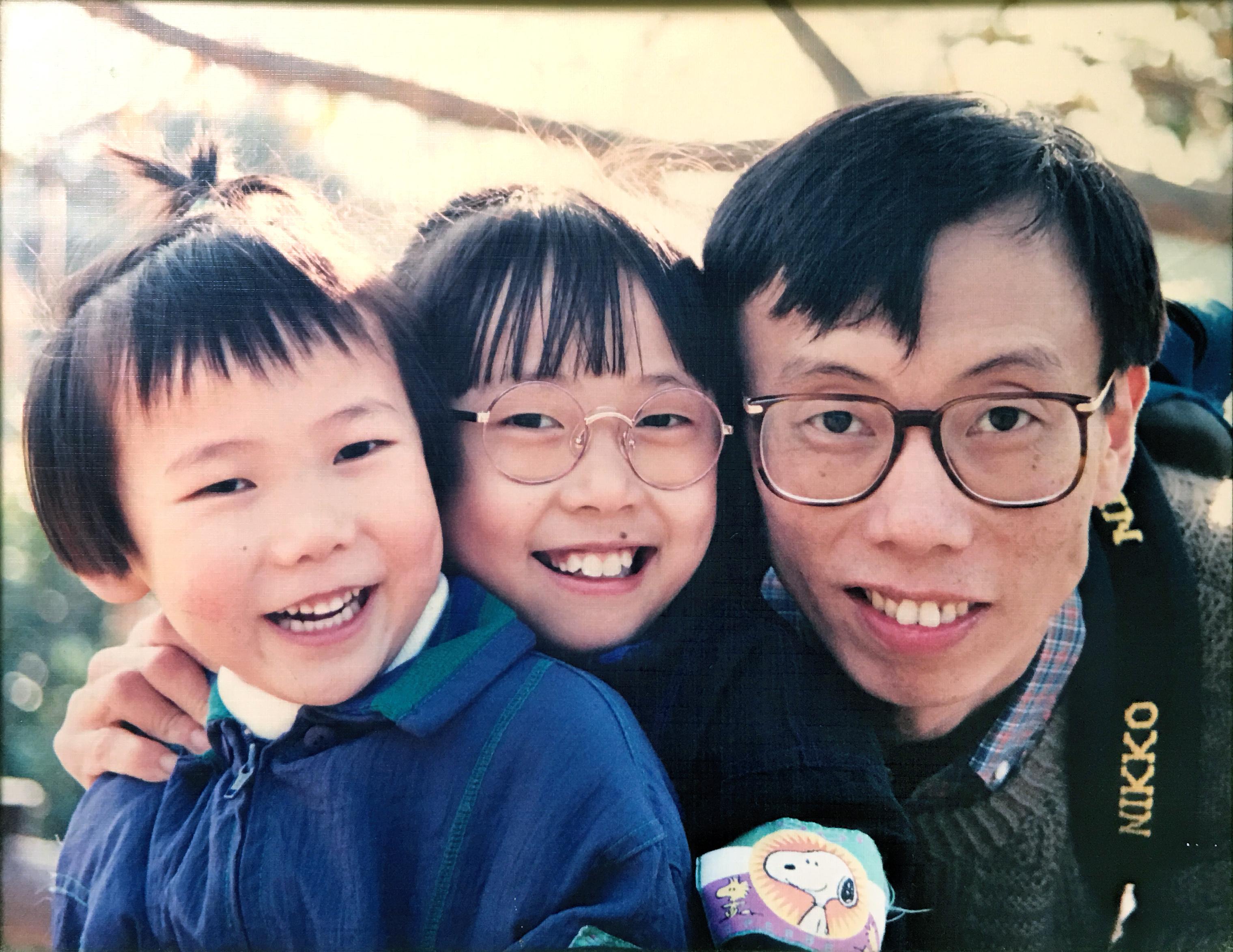 Ying (4), Zara (7), Dad :P