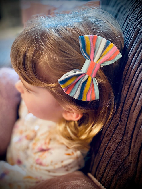 Classic Bow Prong Clips Rainbow Stripe