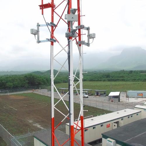 3 radares SR500 instalado em uma torre criando cobertura perimetral de 360º