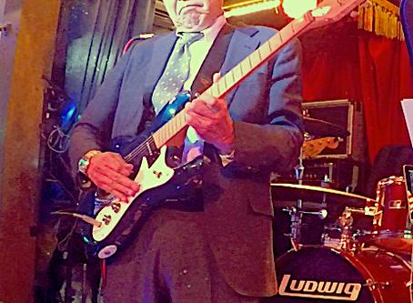 ビジネスマン・ギターリストが大活躍!