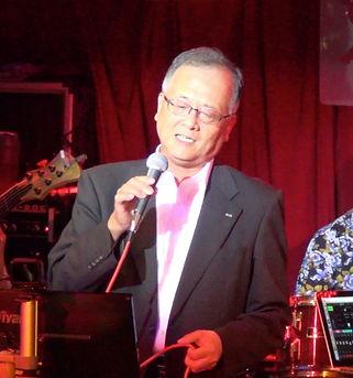 東京・新宿の夜にサザンオールスターズを歌う.jpg