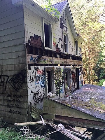Urban Exploring: House in the Woods