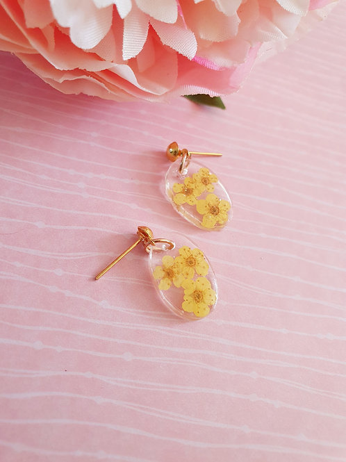 Flower resin earrings - golden effect