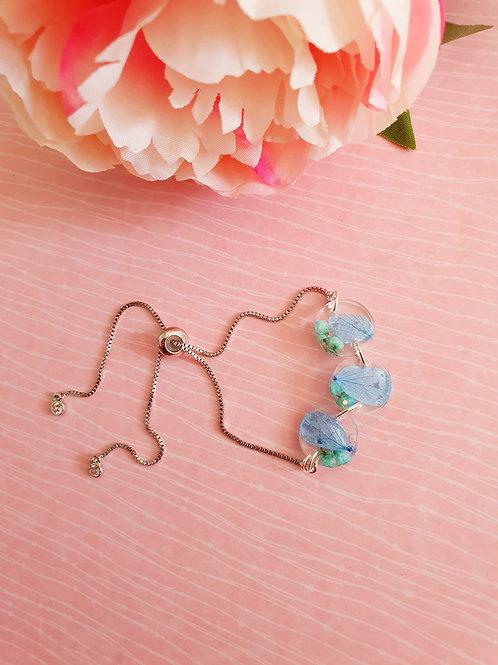 Blue flowers resin bracelet - adjustable