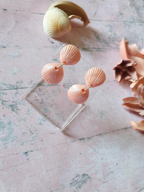 Light pink pearl effect seashell earrings - hypoallergenic