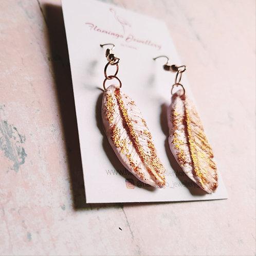 Glitter feathers earrings in light pink
