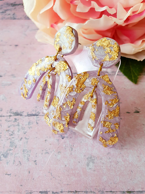 Liliac pearl effect earrings decorated with golden leaf