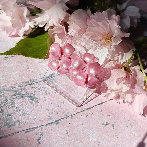 Pearl effect flower ear studs