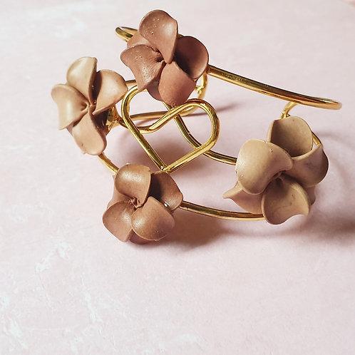 Warm brown tones flower bracelet