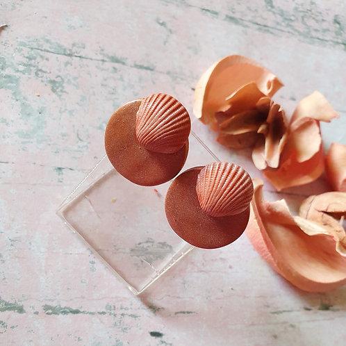Shiny effect seashell ear studs