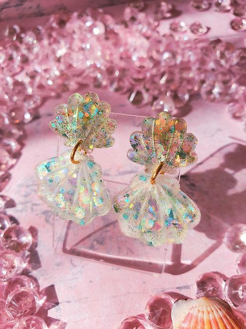 Green seashell dangle glitter earrings - hypoallergenic