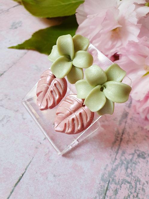 Pearl effect flower earrings
