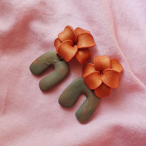 Amber flower arch dangles